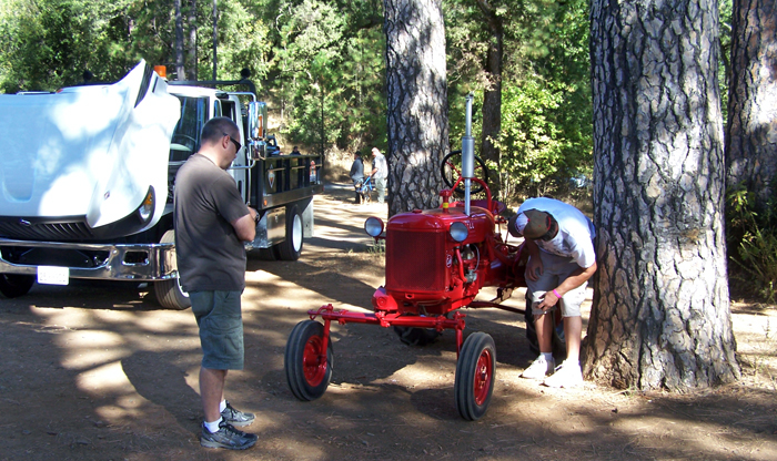 Name:  tractor.jpg Views: 871 Size:  404.7 KB